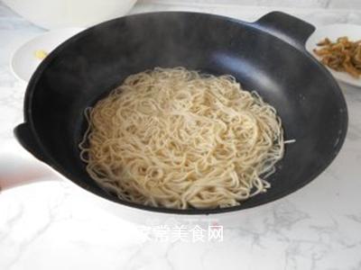 榨菜肉丝炒面的做法步骤:4