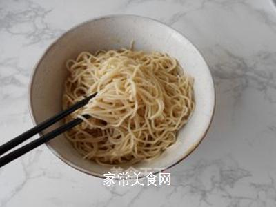 榨菜肉丝炒面的做法步骤:6