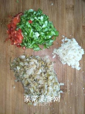 青椒榨菜的做法步骤:1