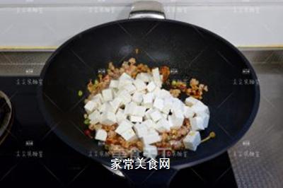 榨菜肉末烩豆腐的做法步骤:7