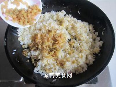 鸡蛋榨菜炒饭的做法步骤:7