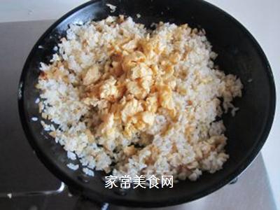 鸡蛋榨菜炒饭的做法步骤:8