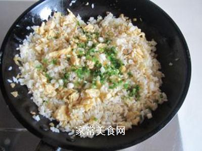 鸡蛋榨菜炒饭的做法步骤:9