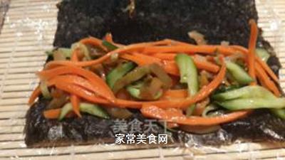 鱼子反转寿司的做法步骤:3