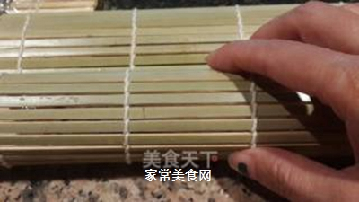 鱼子反转寿司的做法步骤:5