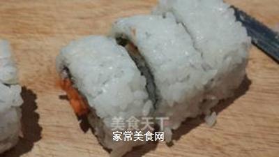 鱼子反转寿司的做法步骤:8