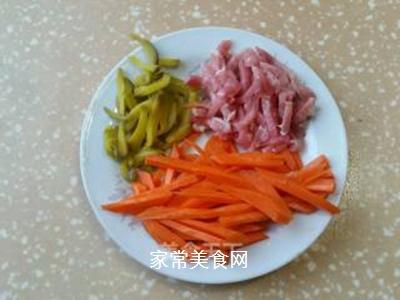 肉丝炒金针菇的做法步骤:1