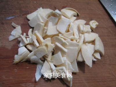 榨菜冬笋炒毛豆的做法步骤:4