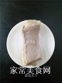 如何炒出好吃的四川回锅肉?的做法步骤:3