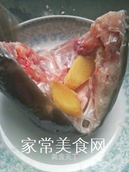 泡椒鱼头的做法步骤:2