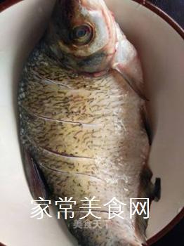 双椒豆瓣边鱼块的做法步骤:1