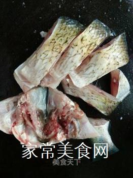 双椒豆瓣边鱼块的做法步骤:4