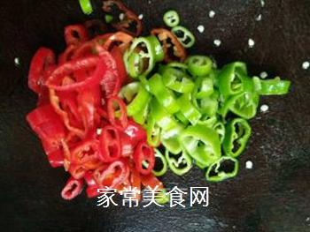 双椒豆瓣边鱼块的做法步骤:5