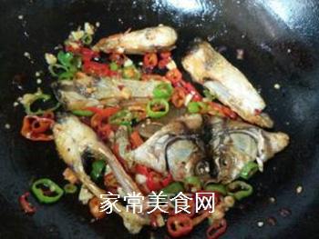双椒豆瓣边鱼块的做法步骤:11