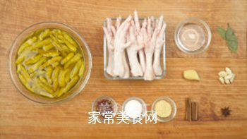 泡椒凤爪的家常做法的做法步骤:1