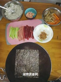 海鲜腊肠寿司的做法步骤:1