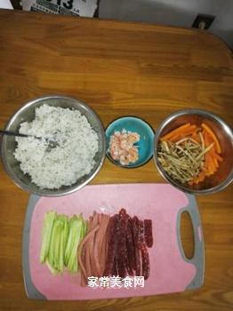 海鲜腊肠寿司的做法步骤:3