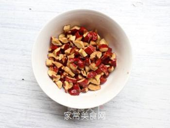 大红枣核桃仁小饼干的做法步骤:1