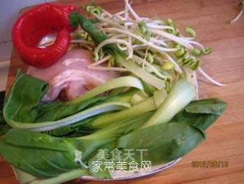 黄豆芽拌鸡丝的做法步骤:1