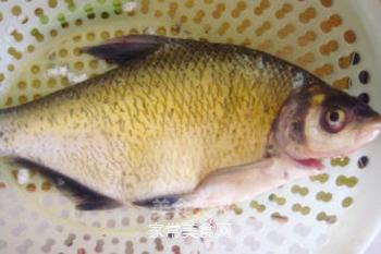 湖北家乡菜--清蒸武昌鱼的做法步骤:1