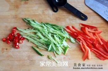 炎炎夏日吃什么?四川传统小吃【鸡丝凉面】的做法步骤:3