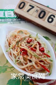 炎炎夏日吃什么?四川传统小吃【鸡丝凉面】的做法