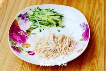 凉面也能吃出冰火两重天——酸辣鸡丝凉面的做法步骤:4