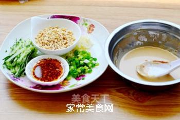 凉面也能吃出冰火两重天——酸辣鸡丝凉面的做法步骤:5