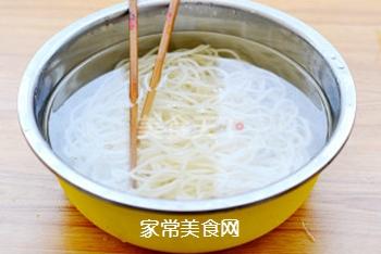 凉面也能吃出冰火两重天——酸辣鸡丝凉面的做法步骤:8
