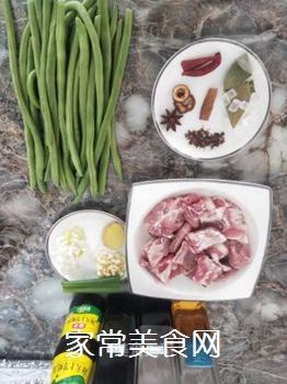红烧排骨炖豆角的做法步骤:1