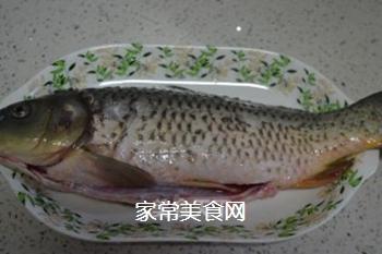 糖醋鲤鱼的做法步骤:1
