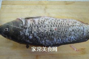糖醋鲤鱼的做法步骤:2