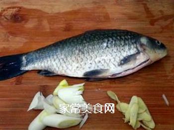 奶汤鲫鱼的做法步骤:1