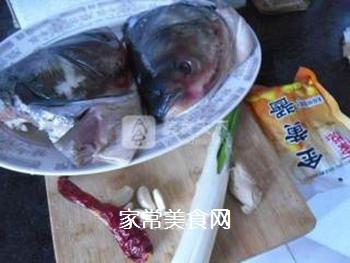 酱焖鱼头的做法步骤:1