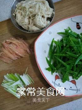 荷兰豆炒金针菇的做法步骤:7