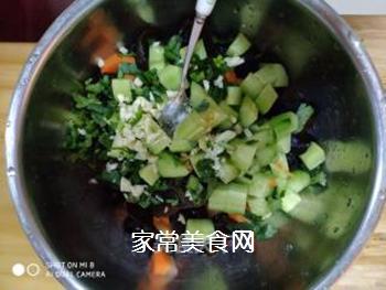 黄瓜木耳拌胡萝卜的做法步骤:5