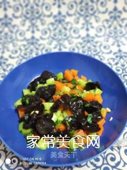 黄瓜木耳拌胡萝卜的做法步骤:6