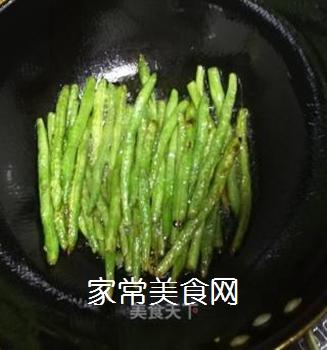 干煸豆角的做法步骤:4
