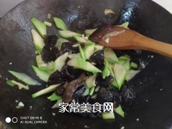 角瓜木耳炒鸡蛋的做法步骤:9