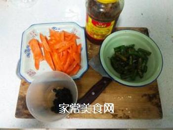 胡萝卜烩海椒的家常做法