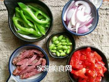 茄汁牛肉炒蛋面的做法步骤:2