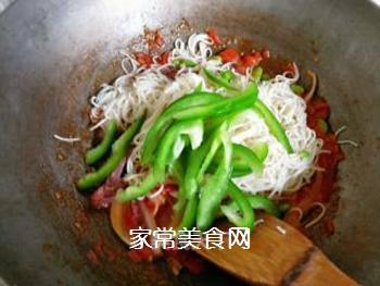 茄汁牛肉炒蛋面的做法步骤:11