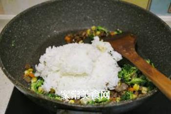 时蔬牛肉炒饭的做法步骤:4