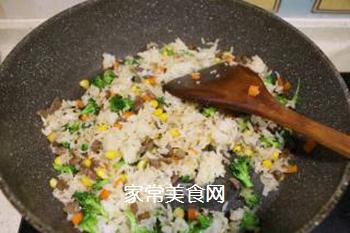 时蔬牛肉炒饭的做法步骤:5