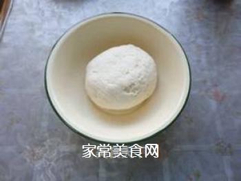 椒盐黑芝麻酥饼的做法步骤:1