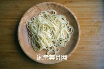 金针菇凉面卷的做法步骤:4