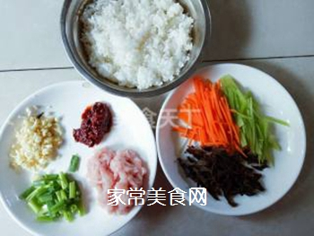 鱼香肉丝炒饭的做法步骤:1