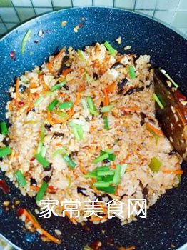 鱼香肉丝炒饭的做法步骤:7