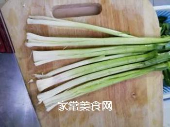 传统回锅肉的做法步骤:1