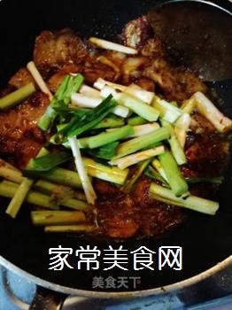 传统回锅肉的做法步骤:11